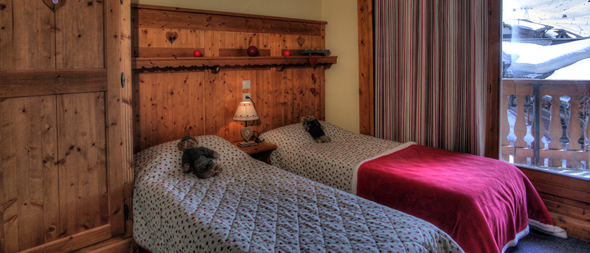 France_Val-Thorens_residence_le_cheval_blanc_apartments_bedroom.jpg